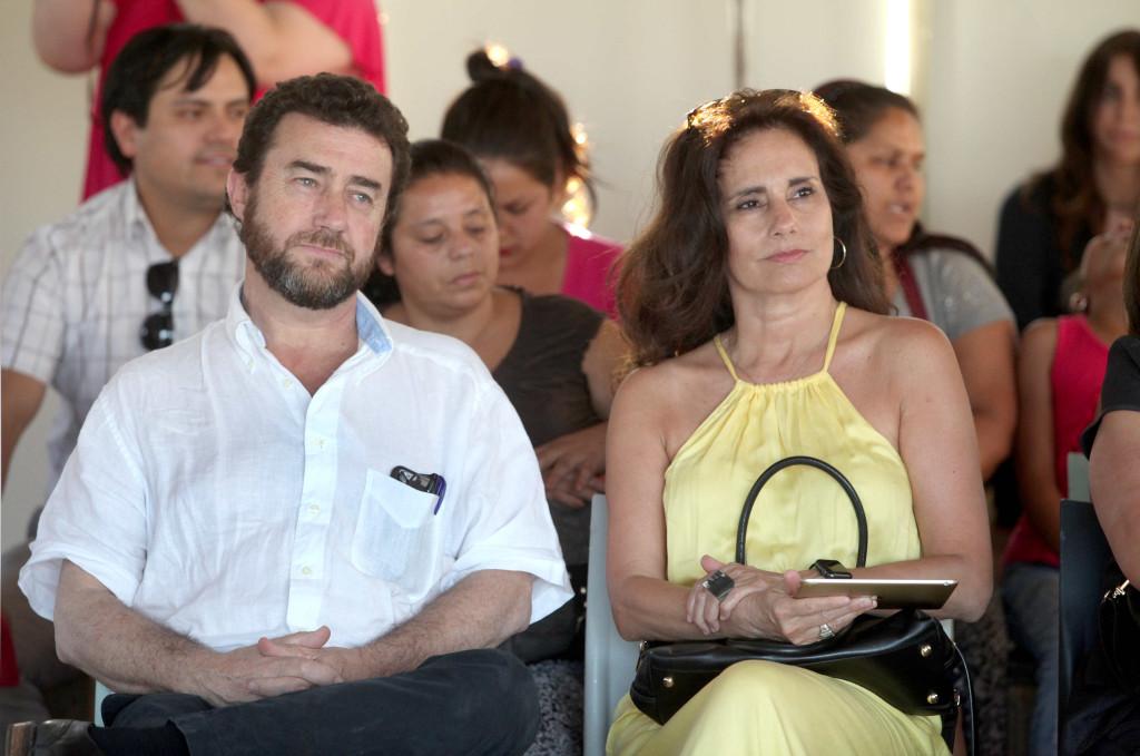 Director Social Nacional del Hogar de Cristo, Paulo Egenau junto a Ximena Torres