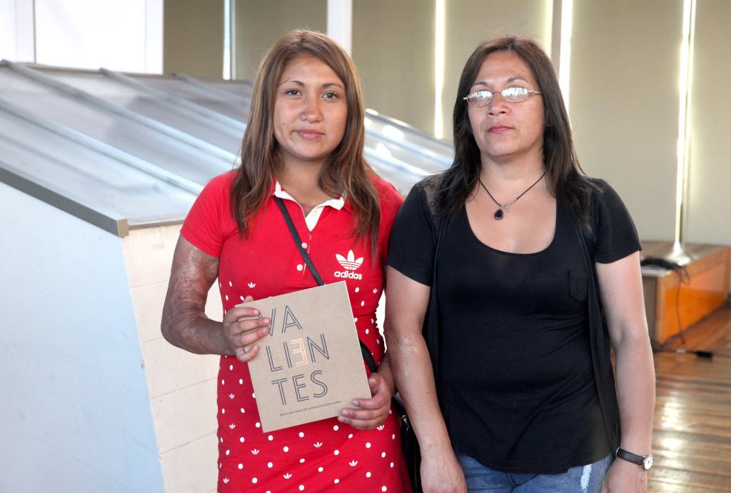 Jennifer Palavecino junto a su madre, testimonio Valientes
